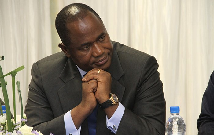 Knives out for Gono