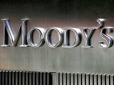 Moody's considers downgrading top US banks
