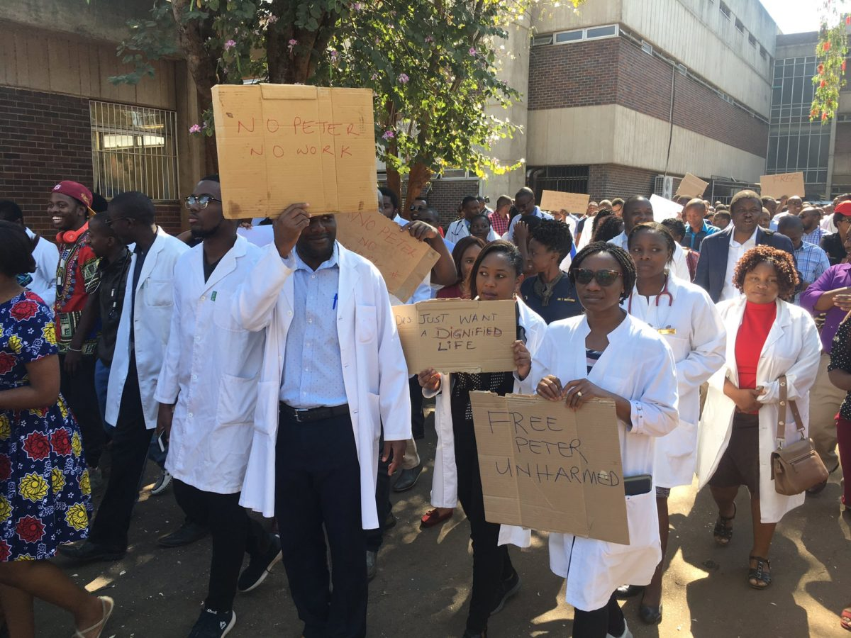 Zimbabwe doctors' salaries pegged between $8 000 and $11 000